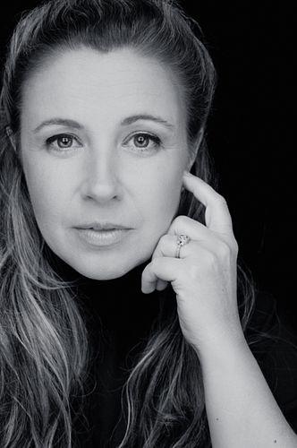 Photo of Jessica Barker